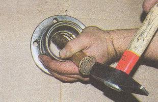 выпрессовка наружного кольца подшипника ступицы