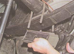 подкладка рессоры и обойма с резиновой подушкой