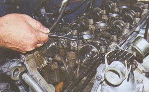 крепление передней крышки распредвалов ГАЗ 31105