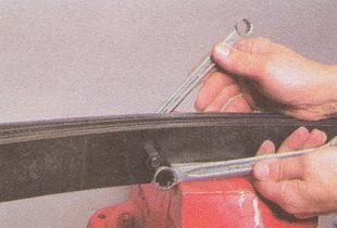 центральный болт крепления листов рессор ГАЗ 31105