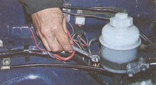 стяжной хомут бачка гидроусилителя ГАЗ 31105