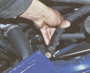шланг бачка гидроусилителя ГАЗ 31105