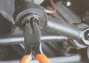 снятие заглушки шарнира рулевого наконечника ГАЗ 31105