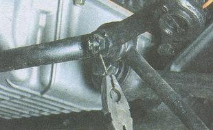 расшплинтовка пальца внутреннего рулевого шарнира