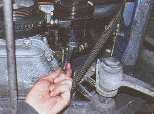 штуцер нагнетательного шланга насоса гидроусилителя ГАЗ 31105