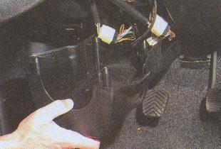 нижняя часть кожуха рулевой колонки ГАЗ 31105
