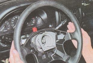 снятие рулевого колеса со шлицев вала ГАЗ 31105