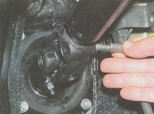 вынимаем клин рулевой колонки ГАЗ 31105