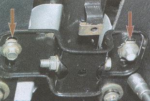 крепление хомута рулевой колонки к кронштейну кузова ГАЗ 31105