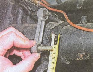 установка расстояния между осью стойки регулятора тормозов и отверстием кронштейна