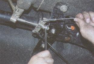 регулировочная гайка натяжения троса ручного тормоза