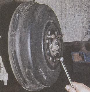снятие тормозного барабана Волга ГАЗ 31105 со ступицы