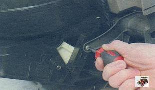 винт крепления корпуса вентилятора отопителя Лада Калина ВАЗ 1118