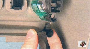 Замена лампы подсветки прикуривателя Лада Калина ВАЗ 1118
