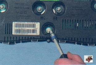 Замена контрольных ламп и ламп подсветки комбинации / панели приборов Лада Калина ВАЗ 1118
