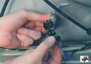 разъем жгута проводов передней двери и проводки стеклоподъемника Лада Калина ВАЗ 1118