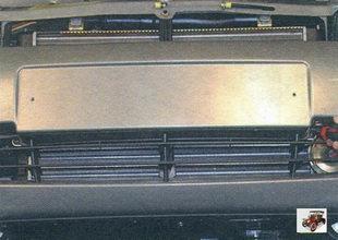 винты крепления средней накладки к переднему бамперу