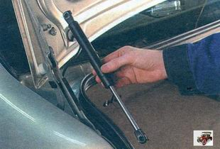 замена упоров крышки багажника Лада Калина ВАЗ 1118