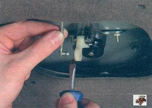 тяга привода замка крышки багажника Лада Калина ВАЗ 1118