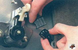 разъем с проводами замка крышки багажника Лада Калина ВАЗ 1118