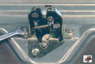 гайки крепления замка крышки багажника Лада Калина ВАЗ 1118