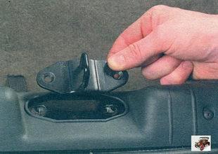 фиксатор замка крышки багажника Лада Калина ВАЗ 1118