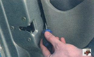 снятие обшивки передней двери Лада Калина ВАЗ 1118