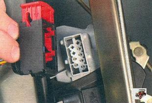 разъем жгута проводов передней двери
