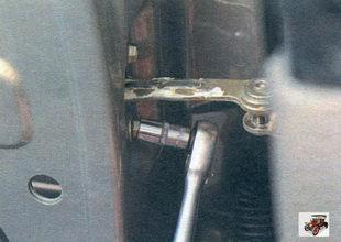 Снятие, замена и установка ограничителя открывания двери Лада Калина ВАЗ 1118