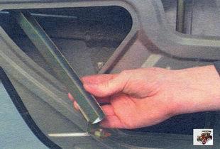 направляющую стекла задней двери Лада Калина ВАЗ 1118