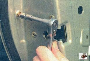 Снятие и установка наружной ручки задней двери Лада Калина ВАЗ 1118