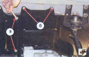 а - винты крепящие обе части брызговика; б - крепления левой части к поперечине кузова