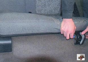 облицовка кронштейна подушки заднего сиденья Лада Калина ВАЗ 1118