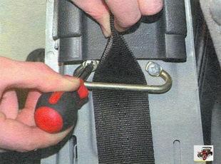 винты крепления направляющей петли ремня безопасности Лада Калина ВАЗ 1118