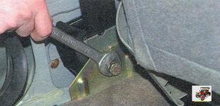 болт крепления инерционной катушки ремня безопасности Лада Калина ВАЗ 1118
