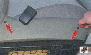 винты крепления внутренней облицовки переднего сиденья Лада Калина ВАЗ 1118