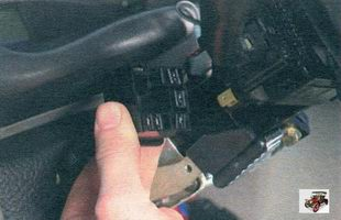 разъемы жгута проводов от левого и правого подрулевых переключателей Лада Калина ВАЗ 1118