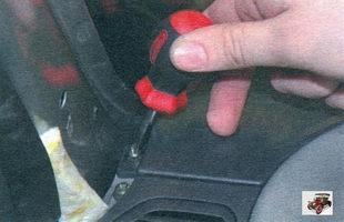 винты крепления облицовки панели приборов Лада Калина ВАЗ 1118