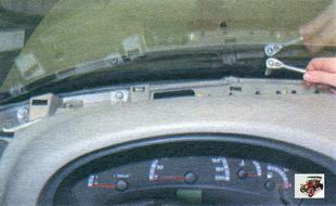 гайки крепления панели приборов у ветрового окна Лада Калина ВАЗ 1118