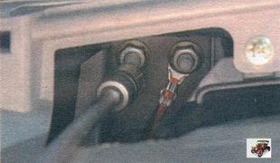 гайка верхнего крепления кронштейна поперечины к щитку передка