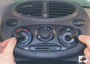 рукоятки распределения подачи воздуха и регулировки температуры поступающего воздуха