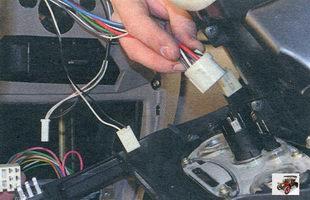 разъемы жгута проводов выключателя обогрева заднего стекла