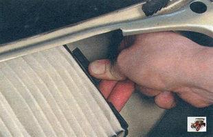 Замена фильтра очистки поступающего в салон воздуха Лада Калина ВАЗ 1118