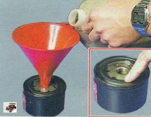 перед установкой нового масляного фильтра залейте в него моторное масло