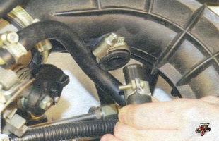 шланг большой ветви системы вентиляции картера Лада Калина ВАЗ 1118