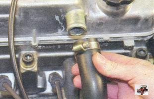 подводящий шланг системы вентиляции картера Лада Калина ВАЗ 1118