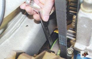проверните коленчатый вал за болт крепления к нему шкива привода генератора до совпадения меток на шкиве распределительного вала и задней крышке ремня привода