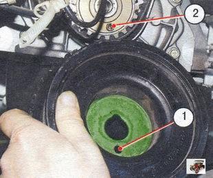 1 - шкив генератора; 2 - установочная втулка