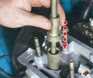 приспособление для снятия маслосъемных колпачков