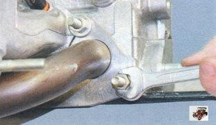 гайки переднего крепления впускной трубы и катализатора Лада Калина ВАЗ 1118